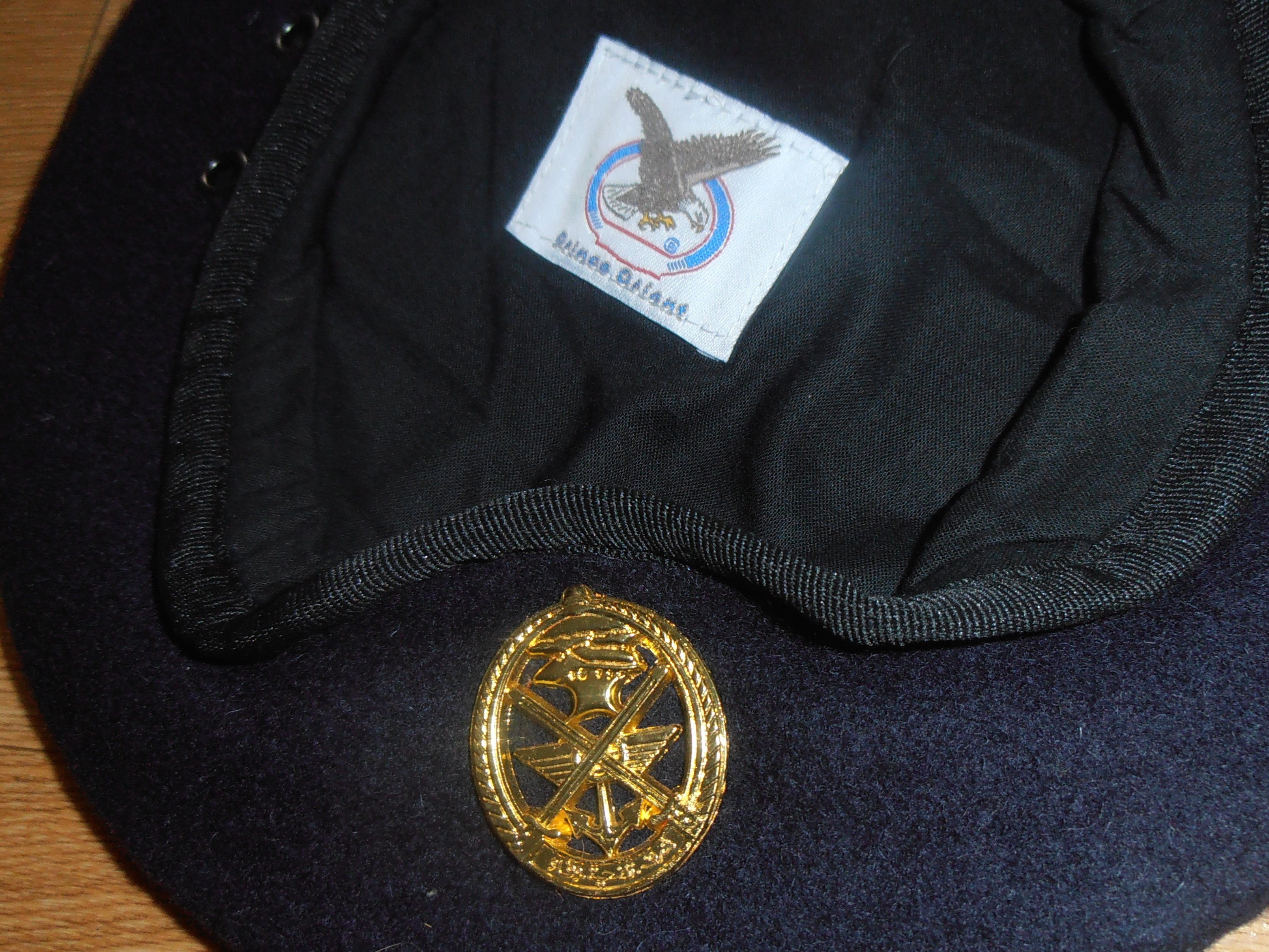 Lebanese military issue beret and badge (1) | GBF Militaria